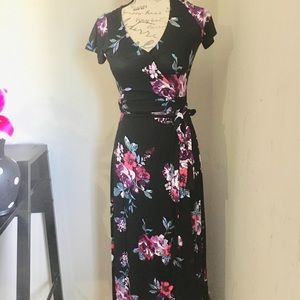 Beautiful maxi dress size small 😘